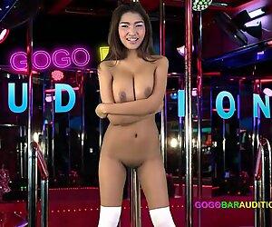 Thai con grandi tette lei sopra cavalca il capo sul divano provini