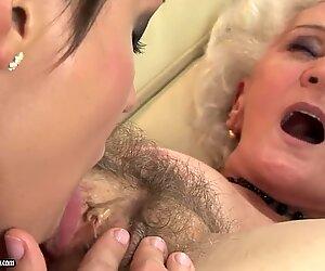 Leccare la fica pelosa di sua nonna folle