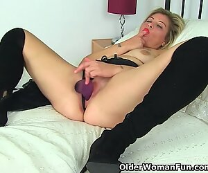 English milf Filthy Emma puts her dildo to work