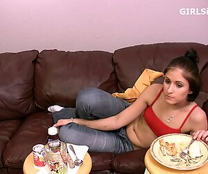 Amateur porn girl eating food before fucking boyfriend