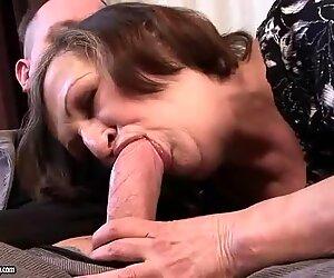 Brutto nonna dà pompino e si fa scopare duro