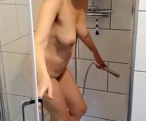 Milf mostra Big Culo, Tardona Tits & Pelosa Cunt