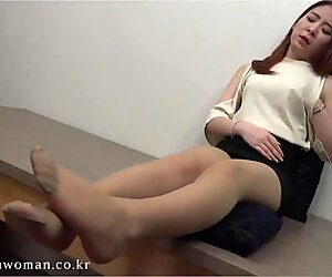 Korean gal's soles corded and tickled