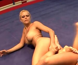Female wrestling turns into lesbo action