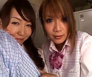 Giapponese Ragazze in collista che gioca con un cazzo