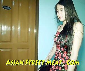 La ragazza thailandese di alta classe sussulta dolcemente