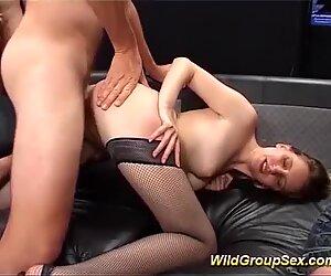Giovanissima focosa culo pronto per anale orgia